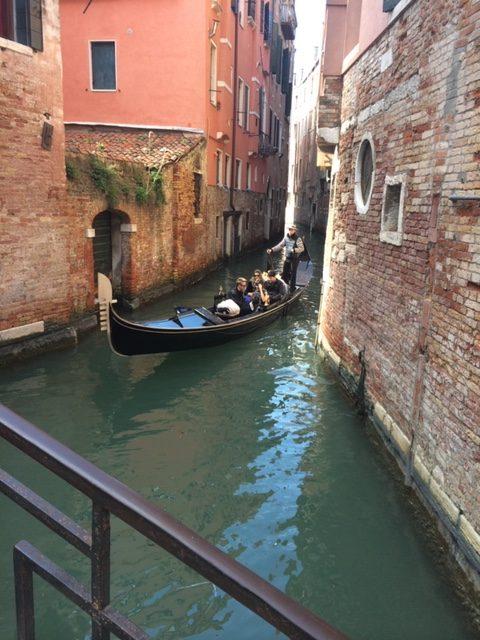 Venedig-und-Gondeln-die-Heimat-der-Schuhe